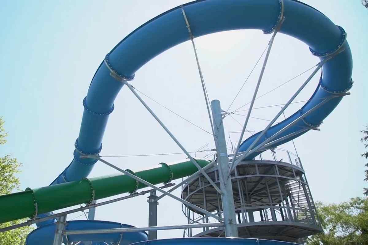 Átadták a Balaton legnagyobb szabadtéri vízicsúszdáját Balatonfenyvesen