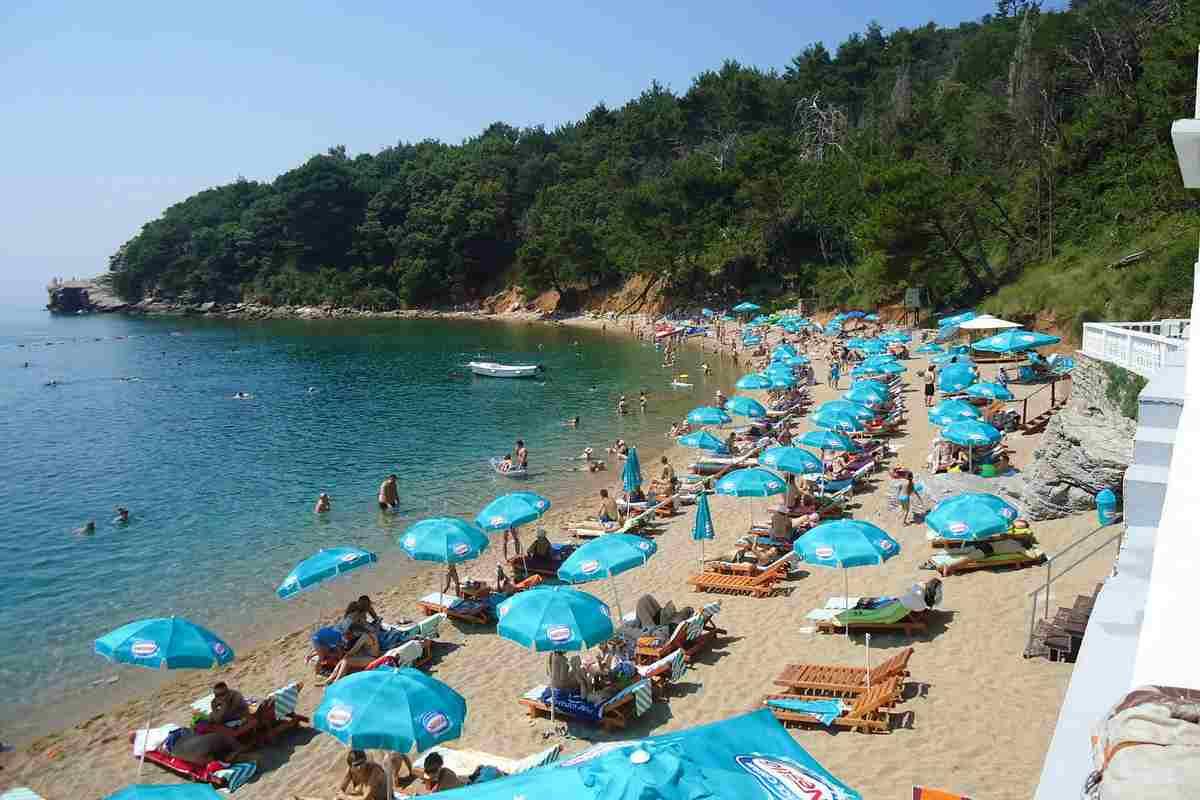 A montenegrói strandok várják a turistákat