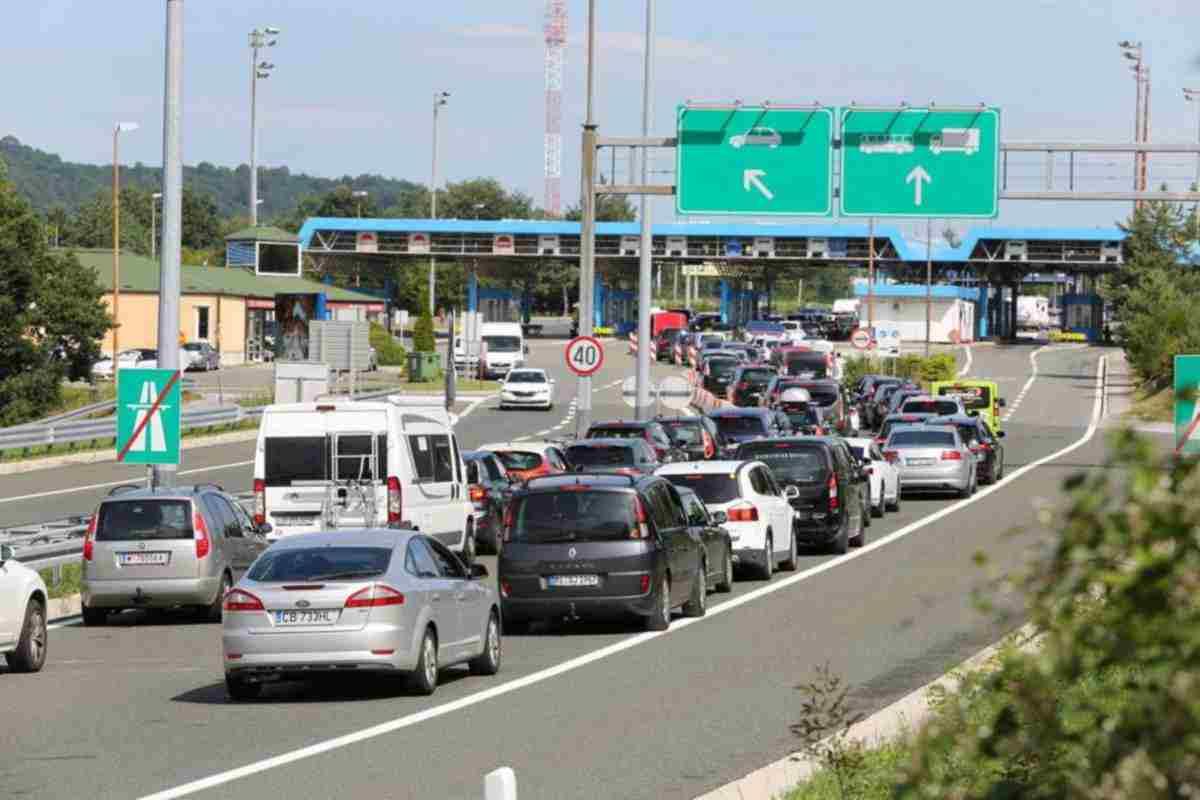 Kilométeres dugók a horvát határon és autópályán