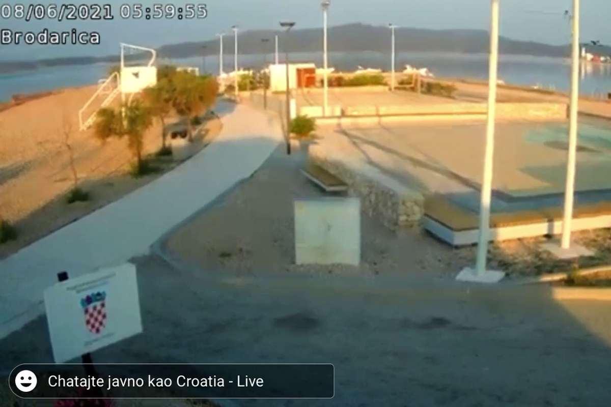 A horvát strand webkameráján is látszik a földrengés