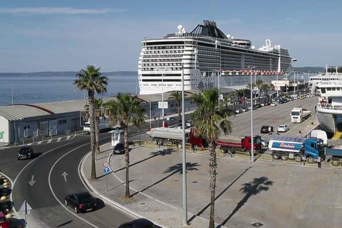 Ilyen hatalmas hajó még sosem kötött ki Splitben!
